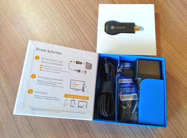 Chromecast Unboxing Bild 2: Ladekabel und Netzteil in der Box